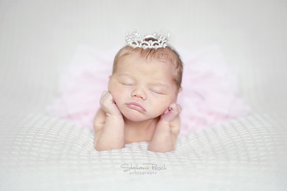 View More: http://stephanieresch.pass.us/oliviawalker_newborn